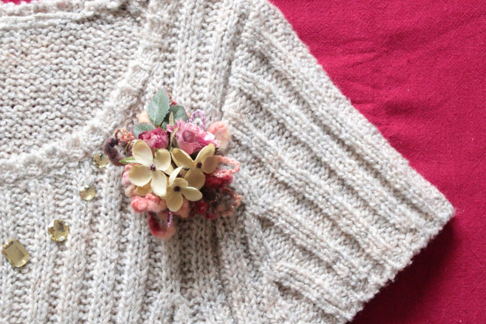 knit-corsage