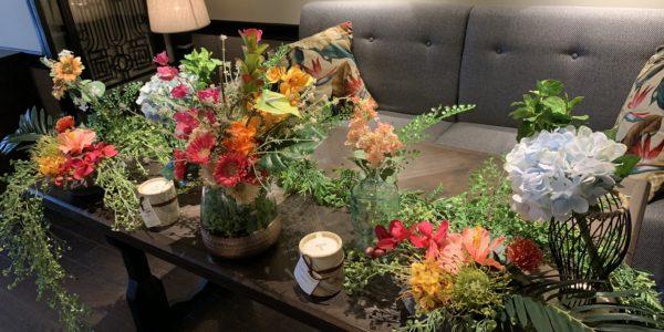 造花でウエディングテーブル装飾